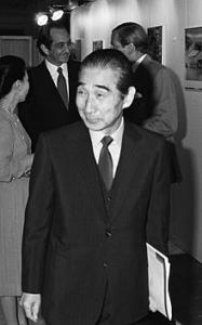 Quelle: https://de.wikipedia.org/wiki/Kenz%C5%8D_Tange#/media/Datei:Kenzo_Tange_1981.jpg